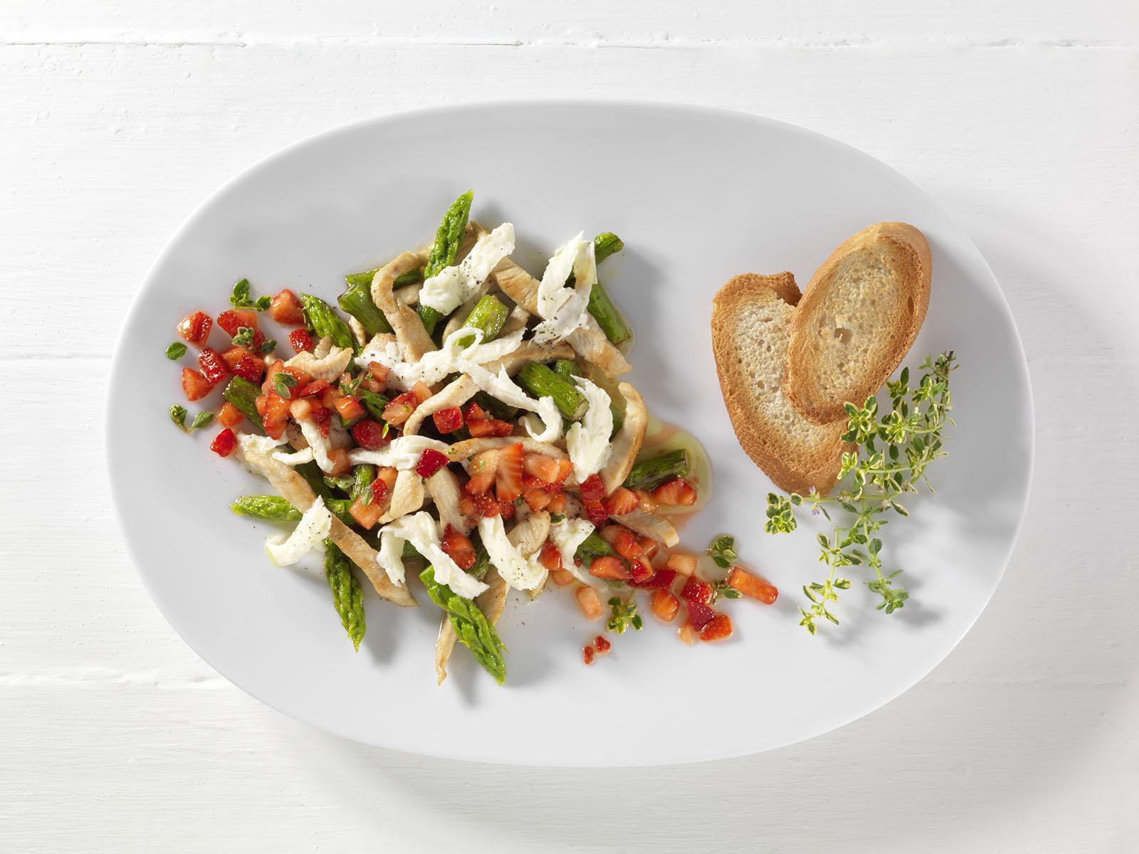 Spargel Haehnchen Salat Erdbeer Mozzarella
