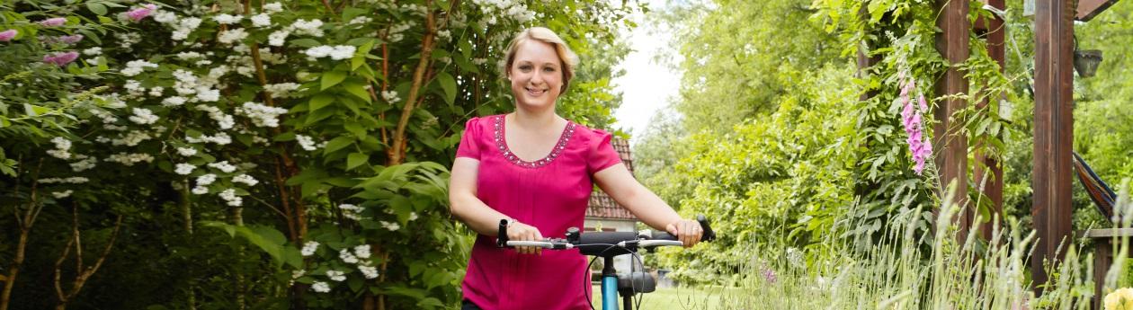 larissa-nach-der-precon-diaet-im-wald-fahrrad