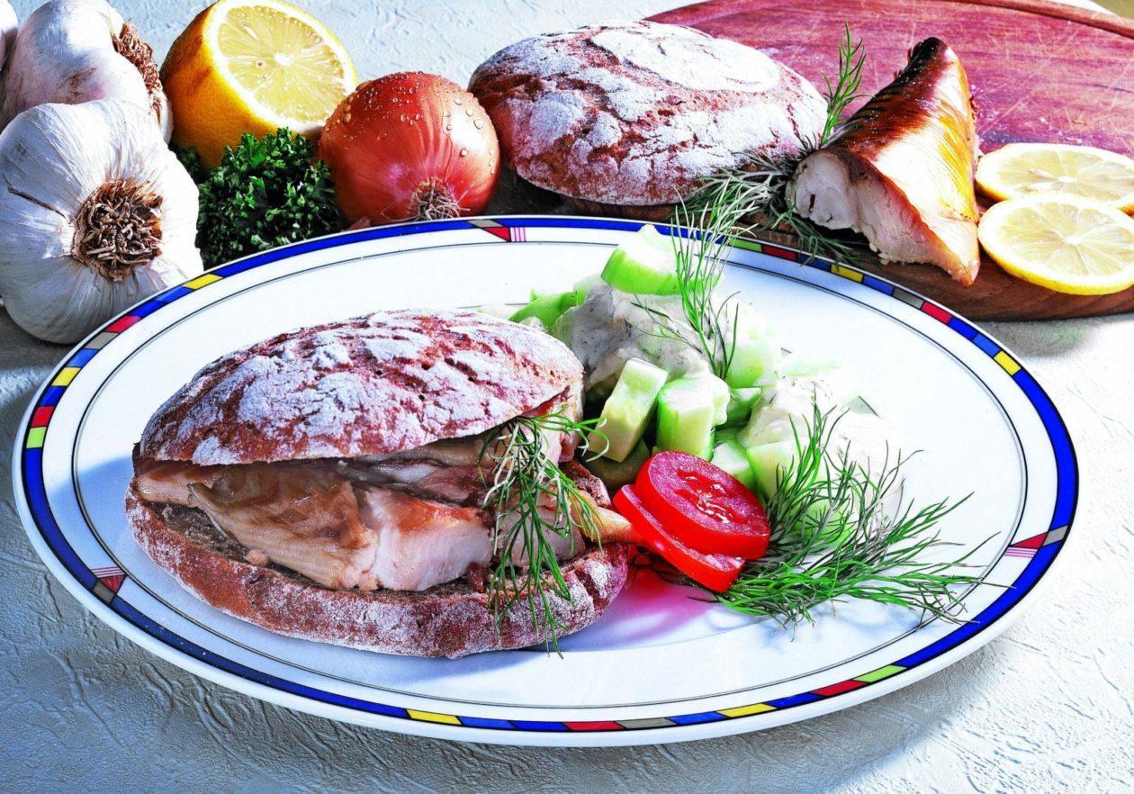 Gurkensalat mit Makrelenbrot - BCM Diät Rezepte.at