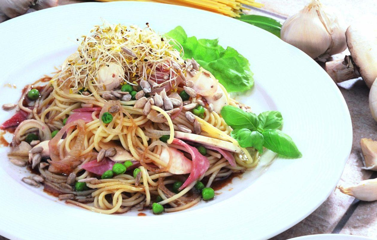 Nudelsalat mit Alfalfasprossen - BCM Diät Rezepte.at
