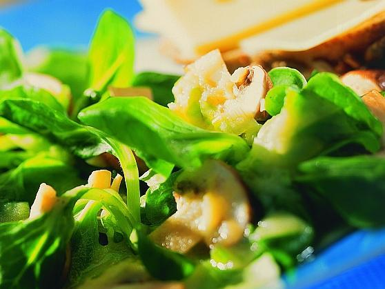 Feldsalat mit Kartoffeldressing - BCM Diät Rezepte.at