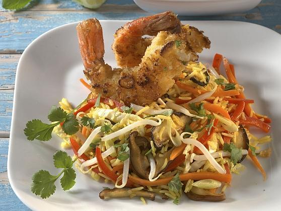 Knusprige Kokosgarnelen auf asiatischem Gemüsereis - BCM Diät Rezepte.at