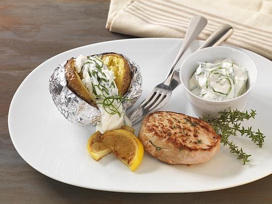 Folienkartoffel mit Bärlauchquark und mariniertem Schweinerückensteak - BCM Diät Rezepte.at