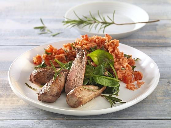 Lammfilet auf jungem Spinat mit Tomaten-Basilikumreis - BCM Diät Rezepte.at