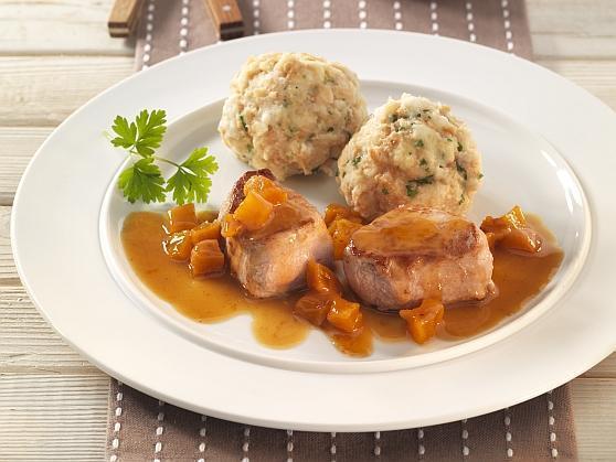 Medaillons vom Schwein mit Aprikosensauce und Semmelknödeln - BCM Diät Rezepte.at