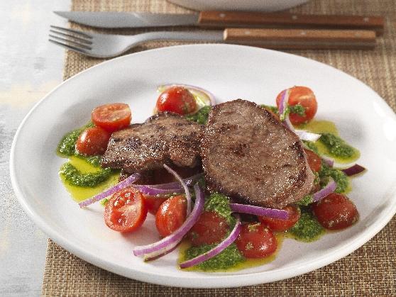 Paillard vom Rind auf Pesto-Kirschtomaten - BCM Diät Rezepte.at