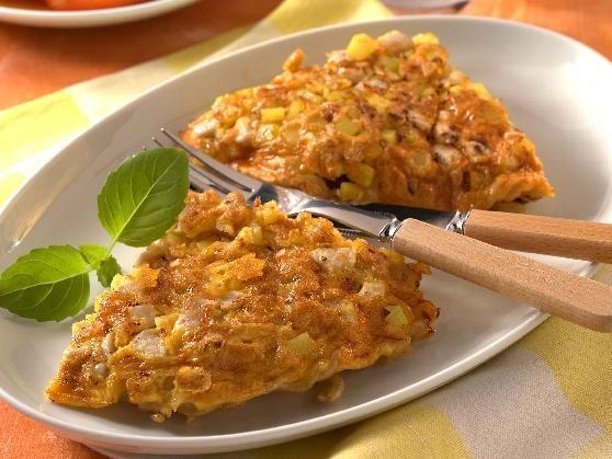Hähnchen-Nudelomelett mit Tomatensalat - BCM Diät Rezepte.at
