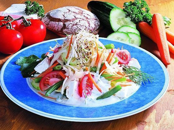 Fitness-Kefir-Salat mit Schafskäse - BCM Diät Rezepte.at