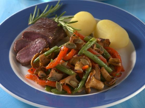 Lammfilet mit Bohnen-Pfifferling-Gemüse - BCM Diät Rezepte.at