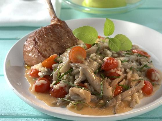 Lammkoteletts auf Austernpilzrisotto mit Kirschtomaten - BCM Diät Rezepte.at