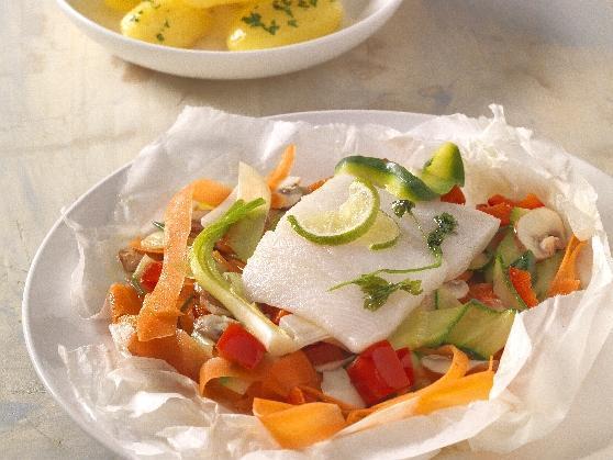Heilbuttfilet und Gemüse, im Papier gegart, mit Limettensauce - BCM Diät Rezepte.at