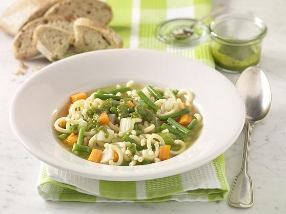 Suppe mit Pasta und Kräuterpesto - BCM Diät Rezepte.at
