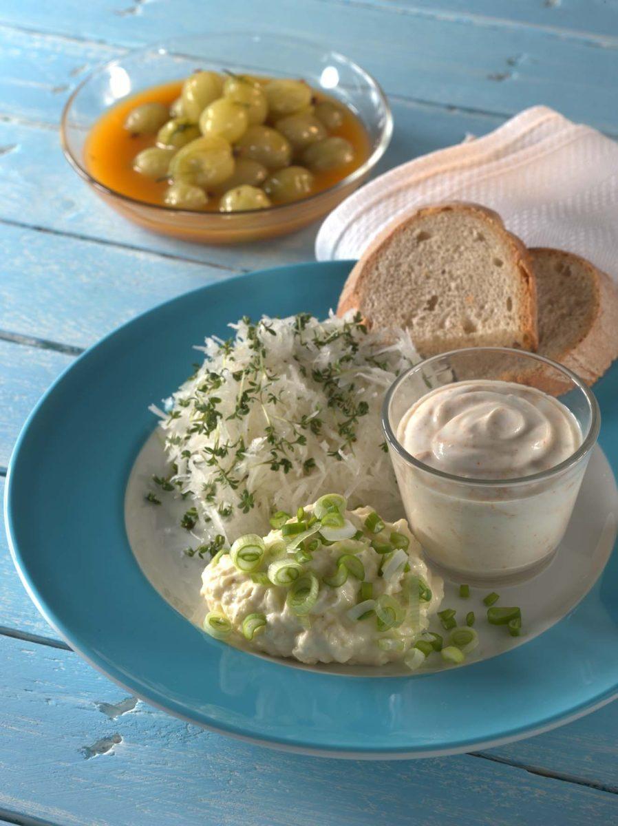 Brotzeit mit Obatzter, Spundekäs und Rettichsalat - BCM Diät Rezepte.at