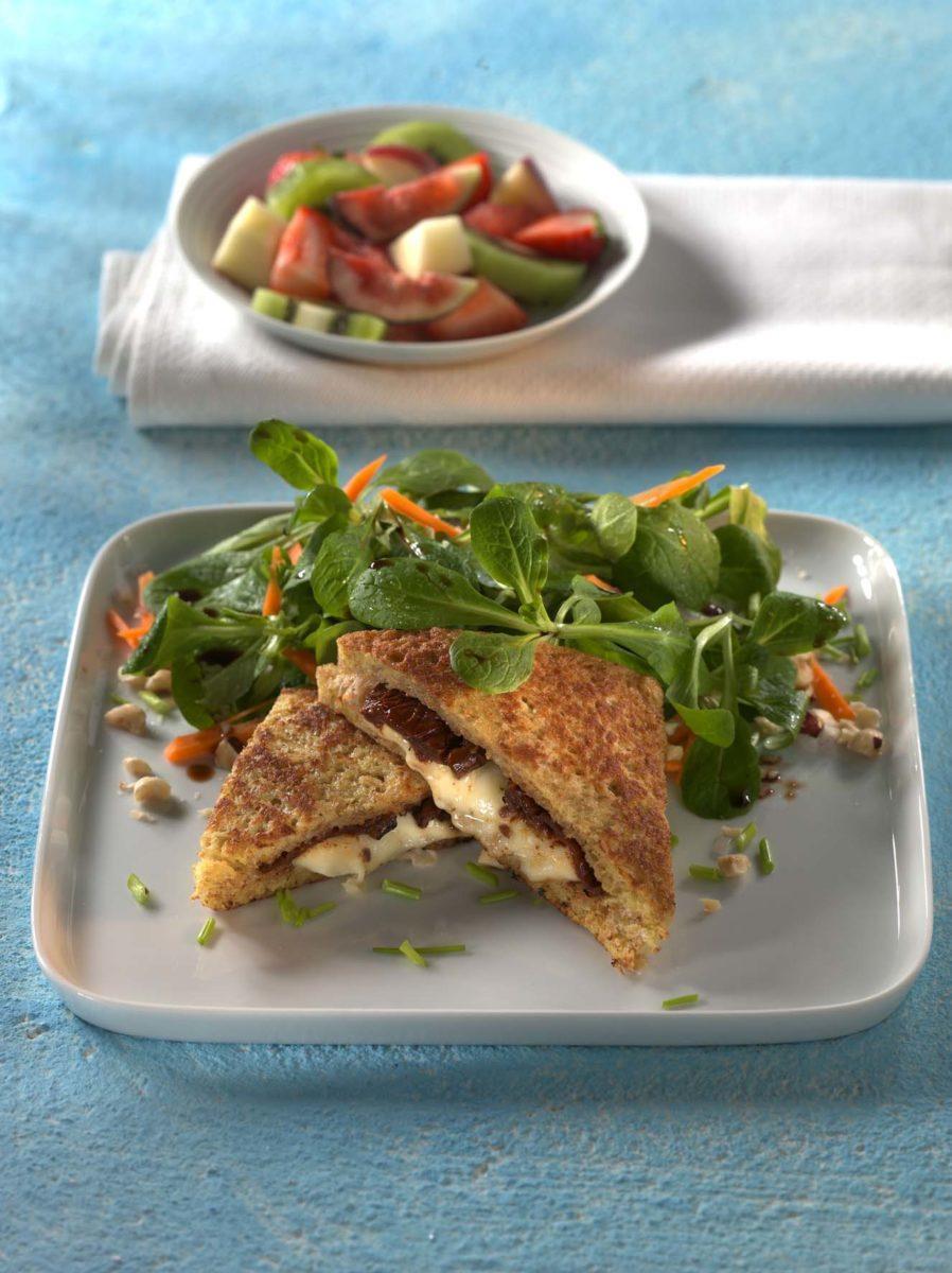 Feldsalat in Nussdressing mit gebackenem Mozzarella-Vollkorntoast - BCM Diät Rezepte.at