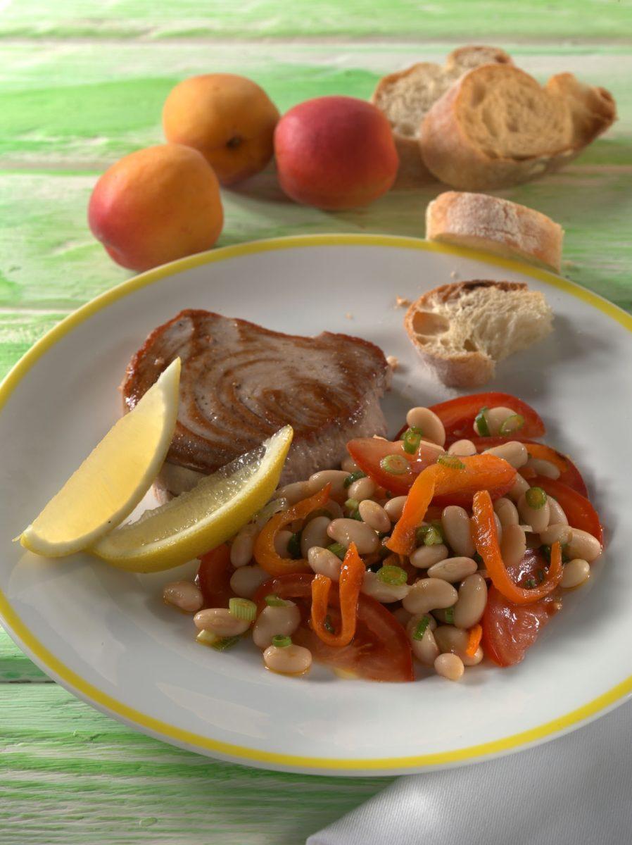 Gegrillter Thunfisch mit Paprika-Bohnen-Salat - BCM Diät Rezepte.at