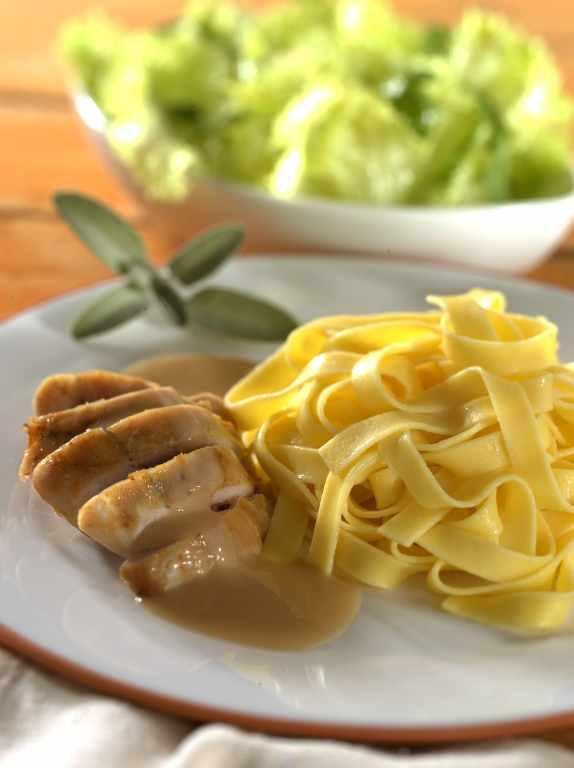 Kaninchen in Senfsauce an Bandnudeln - BCM Diät Rezepte.at