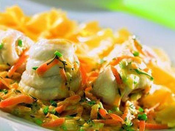 Maischolle mit Kräuter-Gemüse-Sauce - BCM Diät Rezepte.at
