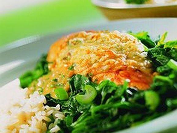 Überbackene Hähnchenbrust auf Spinatbett - BCM Diät Rezepte.at